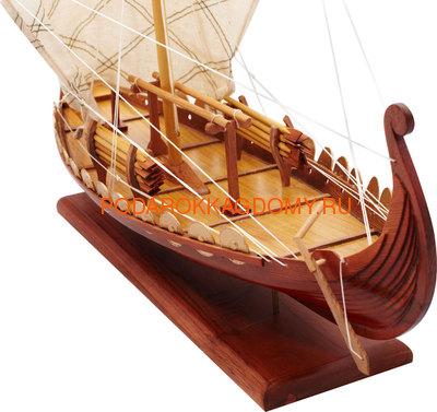 Флот викингов преимущественно состоял из драккар (боевые корабли викингов) и кнорров (торговые суда викингов).